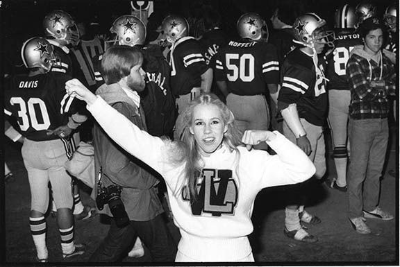 W-L_Cheerleader_sm