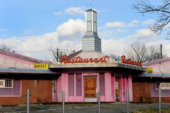 Abandoned_pink_restaurant_4414_Benning_Rd._NE_003_ss
