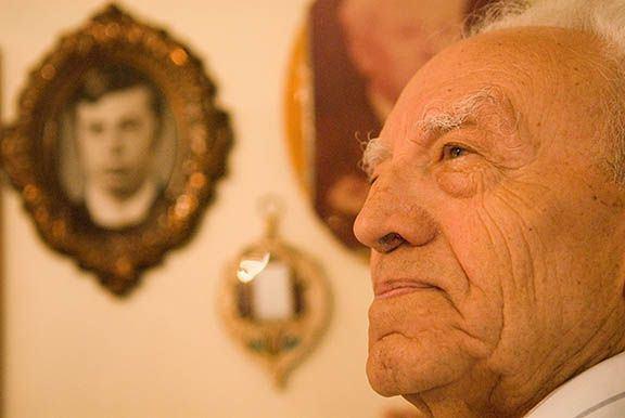 Elderly_Russian_survivor_UJC_0577_sm