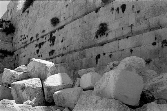 Kotel-_fallen_stones_sm