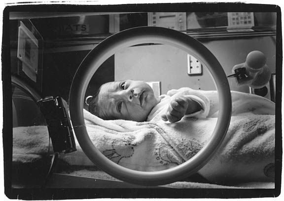 Baby_in_incubator-circle_sm