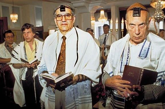 Men_in_synagogue_Casablanca_sm