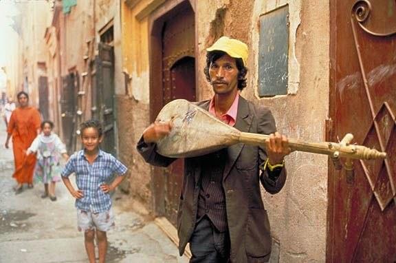Street_musician_Marrakesh_sm