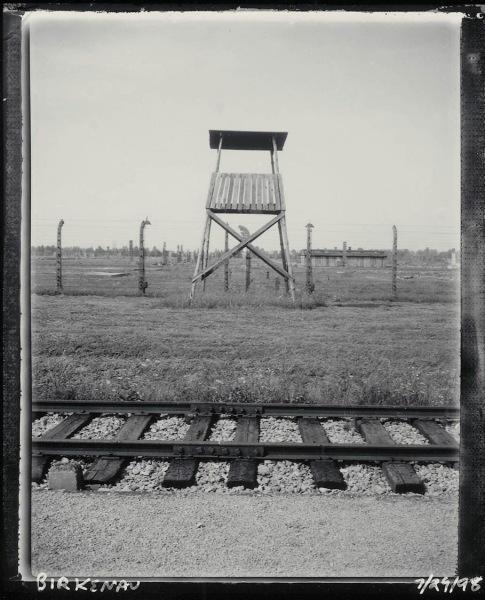 Guard_tower_Birkenau_July_29_1998_ss