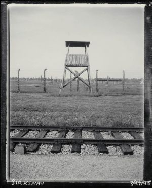 Guard tower Birkenau July 29 1998 ss.jpg